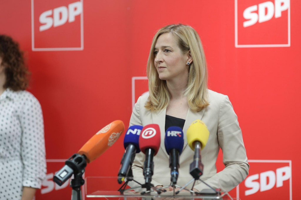 <p>Mirela Ahmetović</p>