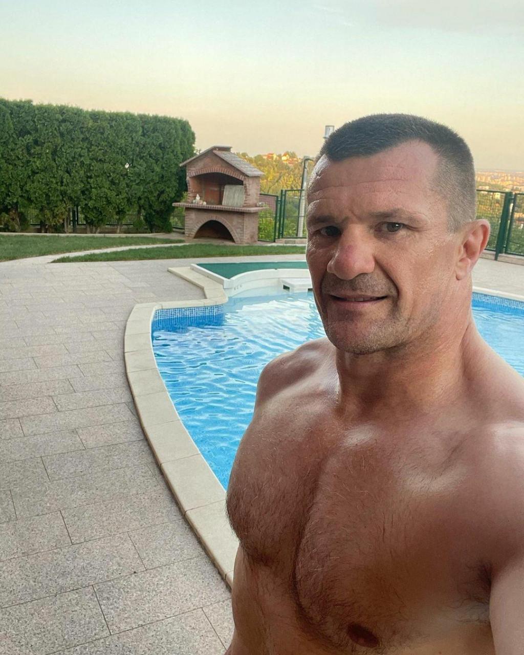 <p>Mirko Filipović - Selfie</p>