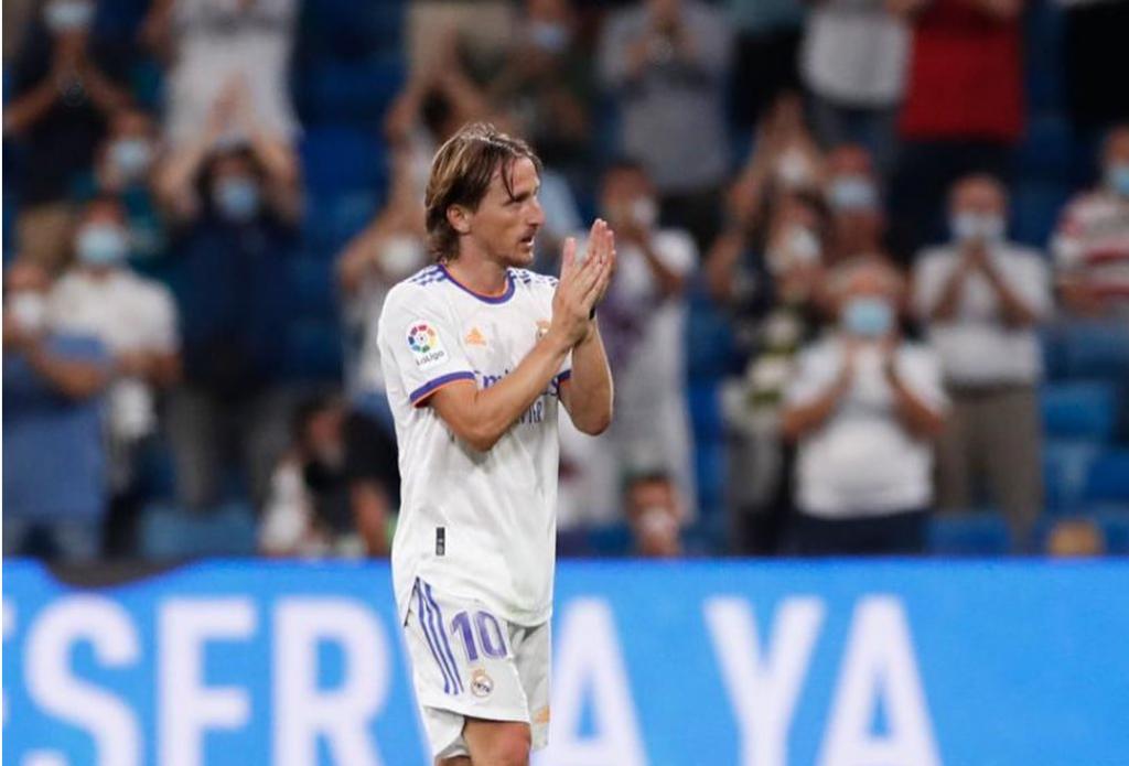 <p>Luka Modriž dobio ovacije stadiona</p>