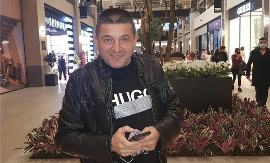 <p>Srbijanski pjevač</p>