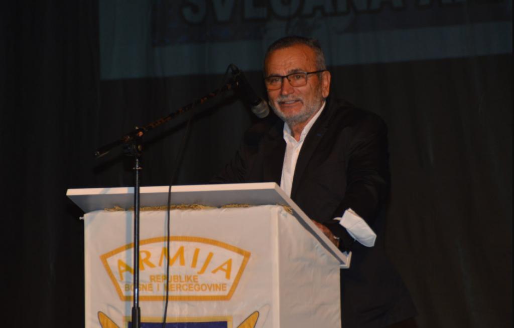 <p>Fikret Ćuskić</p>