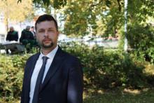 <p>Tvrtko Milović za Dnevnik.ba: Sarajevske elite vode hajke zbog intelektualno-mentalne zakržljalosti da se suoče sa neistomišljenicima</p>