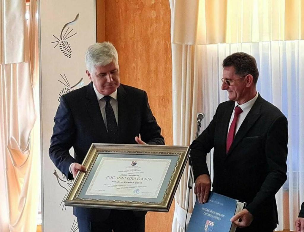 <p>Čović proglašen počasnim građaninom Kupresa</p>