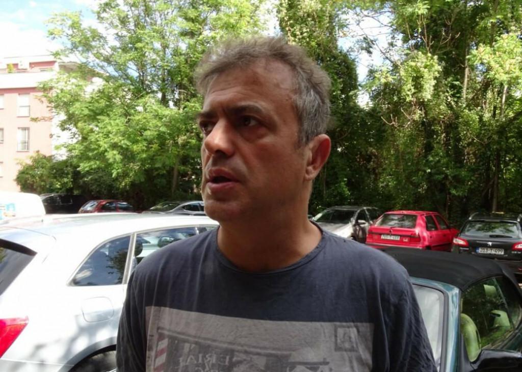 <p>Sergeju Trifunoviću u Mostaru demolirali automobil</p>