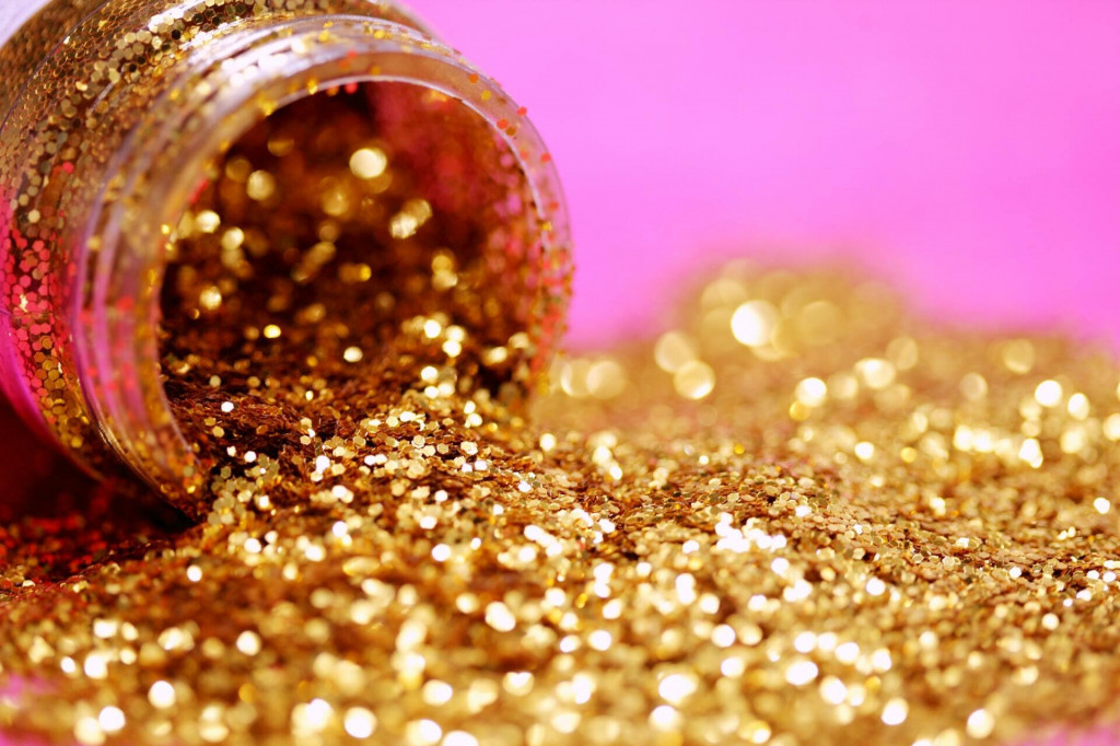 <p>Zlatna prašina</p>