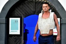 "<p>Dalibor Nikolić, performas ""Kameni prsluk""</p>"