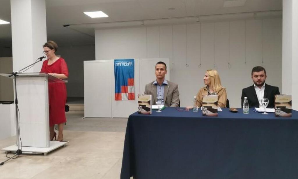 <p>Promocija Zečevićeve knjige</p>