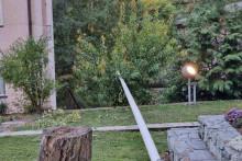<p>Srušeni jarbol u dvorištu crkve sv. Mihovila u Varešu</p>