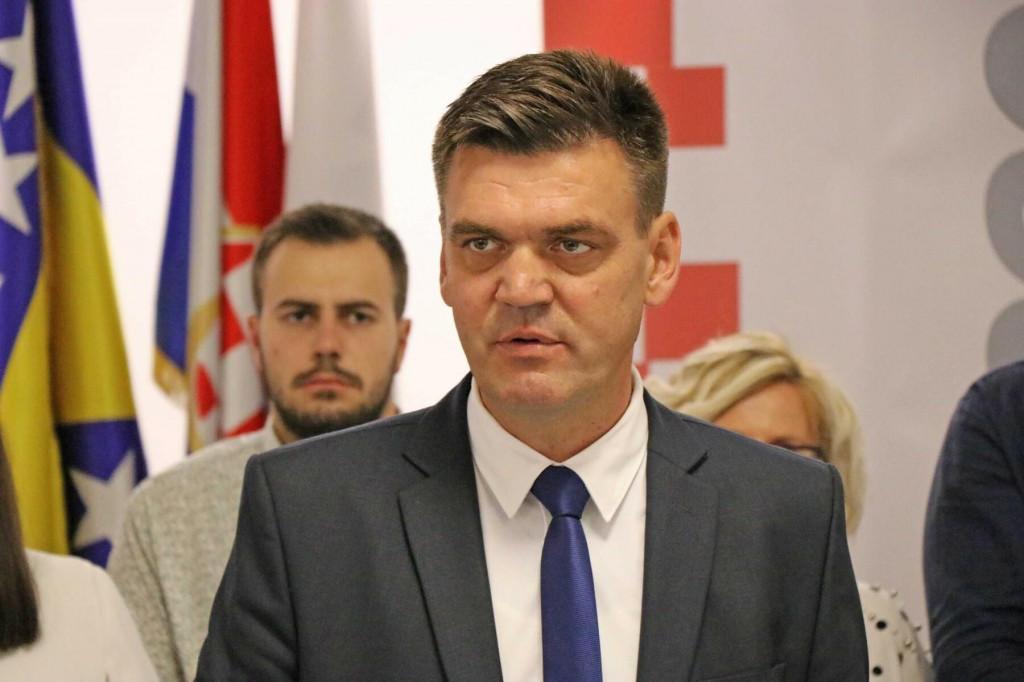 <p>Ilija Cvitanović ponovno je izabran na čelo HDZ-a 1990 na VI. izbornom Saboru te stranke</p>