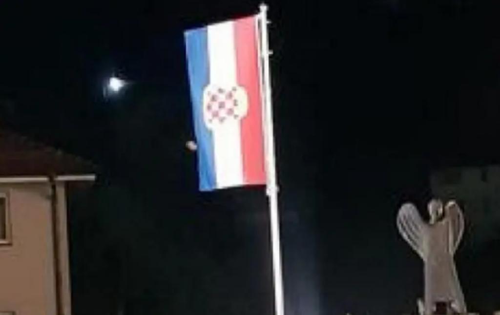 Slavni sportaš se hvali: Srušena zastava Hrvata u Varešu O_97726_1024