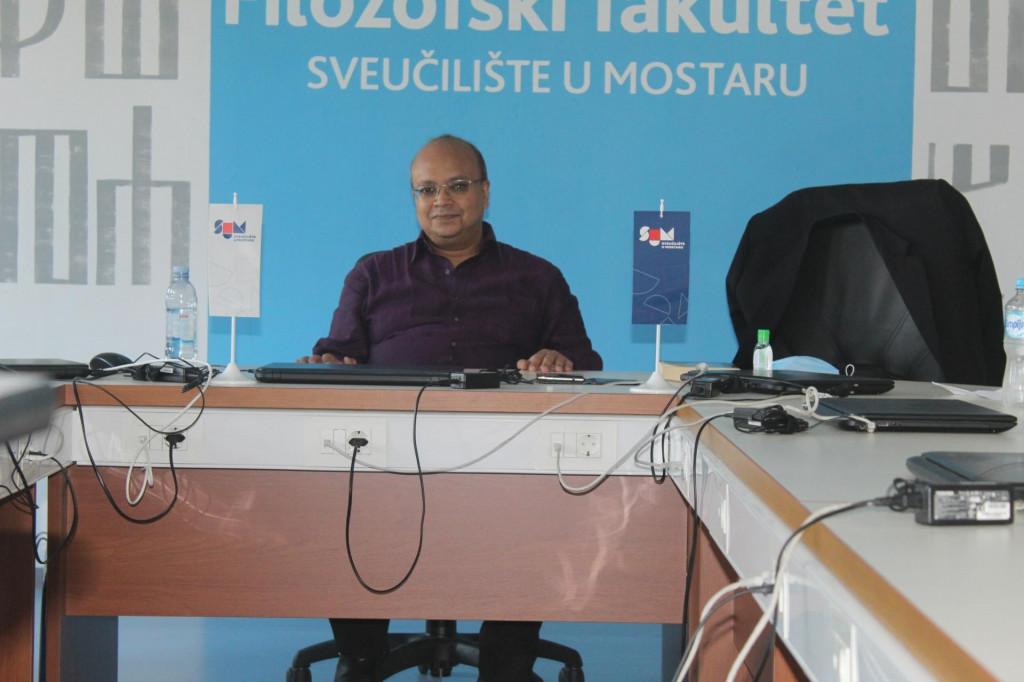 <p>Profesor Sumantra Bose</p>