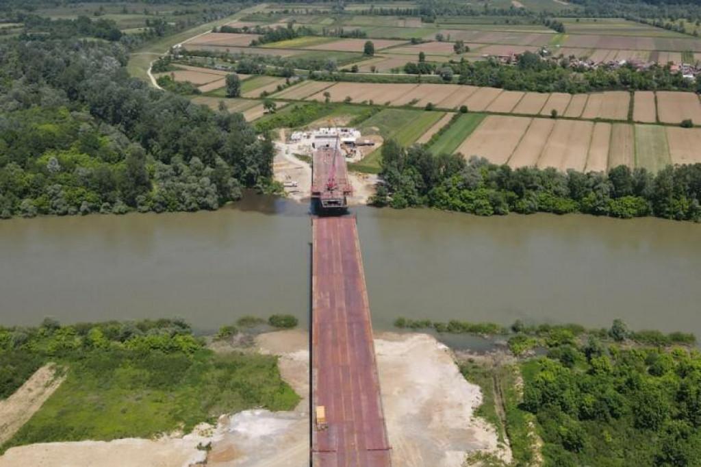 <p>U petak spajanje konstrukcije novog mosta na Savi kod Gradiške</p>