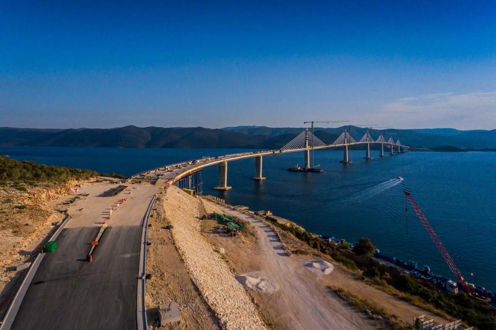 <p>Fotografije iz zraka Peljeskog mosta. Pogled na sjeverni dio mosta.</p>