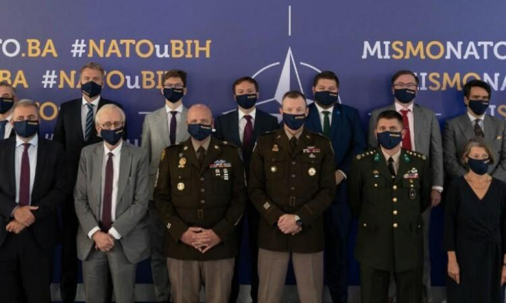 <p>Veleposlanici NATO-a</p>